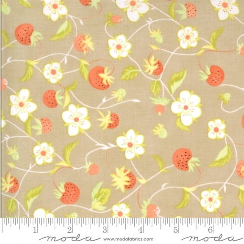 MODA FABRICS - Chantilly - Strawberries And Blossoms Cobblestone