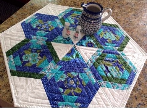 Cut Loose Press - Hexagons In Paradise Table Topper Pattern
